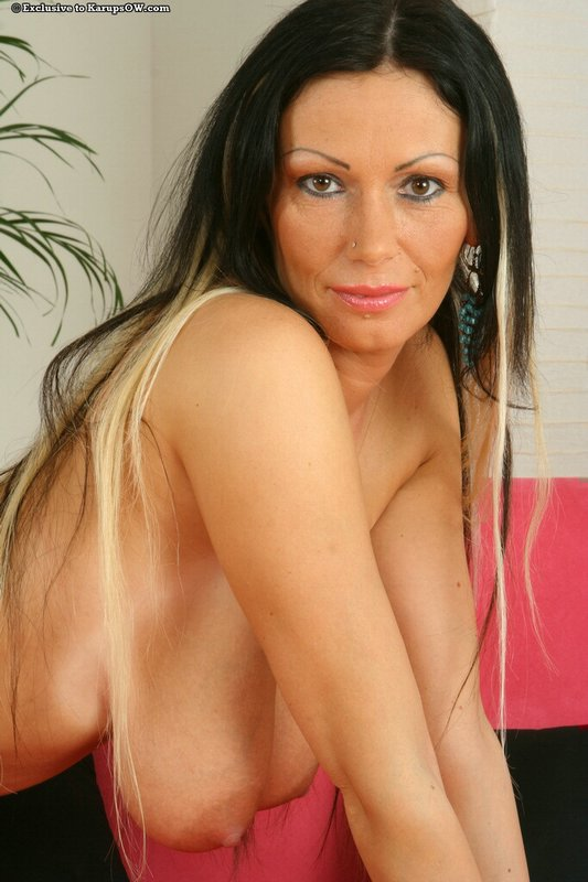 Nude mature woman pandora